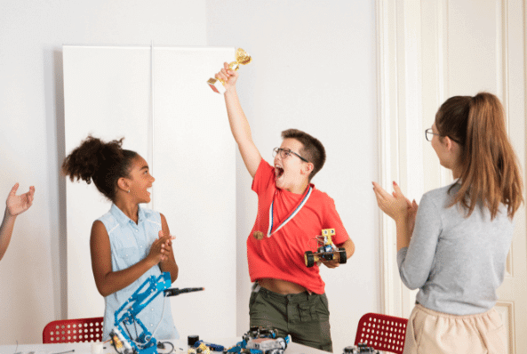 Menino disputando competição