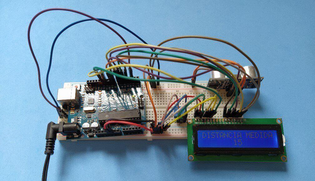 Projeto bônus com LCD, Arduino e sensor ultrassônico imagem mostrando a montagem de todo o circuito