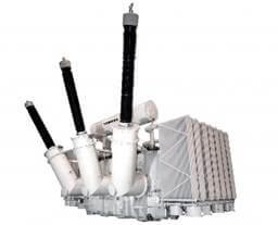 Transformadores de energia elétrica ilustrando uma aplicação dos indutores na vida real