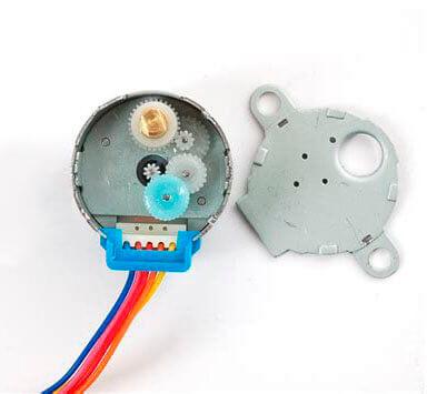 Motor de passo Arduino todo desmontado e mostrando as engrenagens interiores