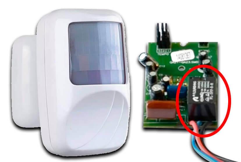 Sensor de distância e sua placa de circuito onde é observado um relé soldado